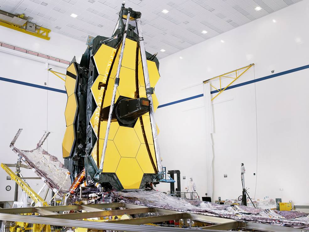 Fully assembled James Webb Space Telescope with its sunshield and unitized pallet structures (UPSs)  that fold up.