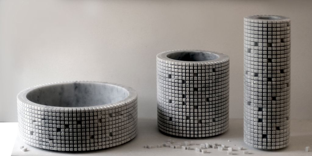 Vasi disegnati da Paolo Ulian per Bufalini Marmi con la texture Pixel