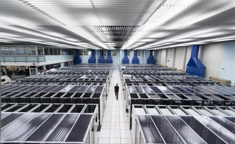 Racks of servers at the CERN Data Centre (Image: CERN)
