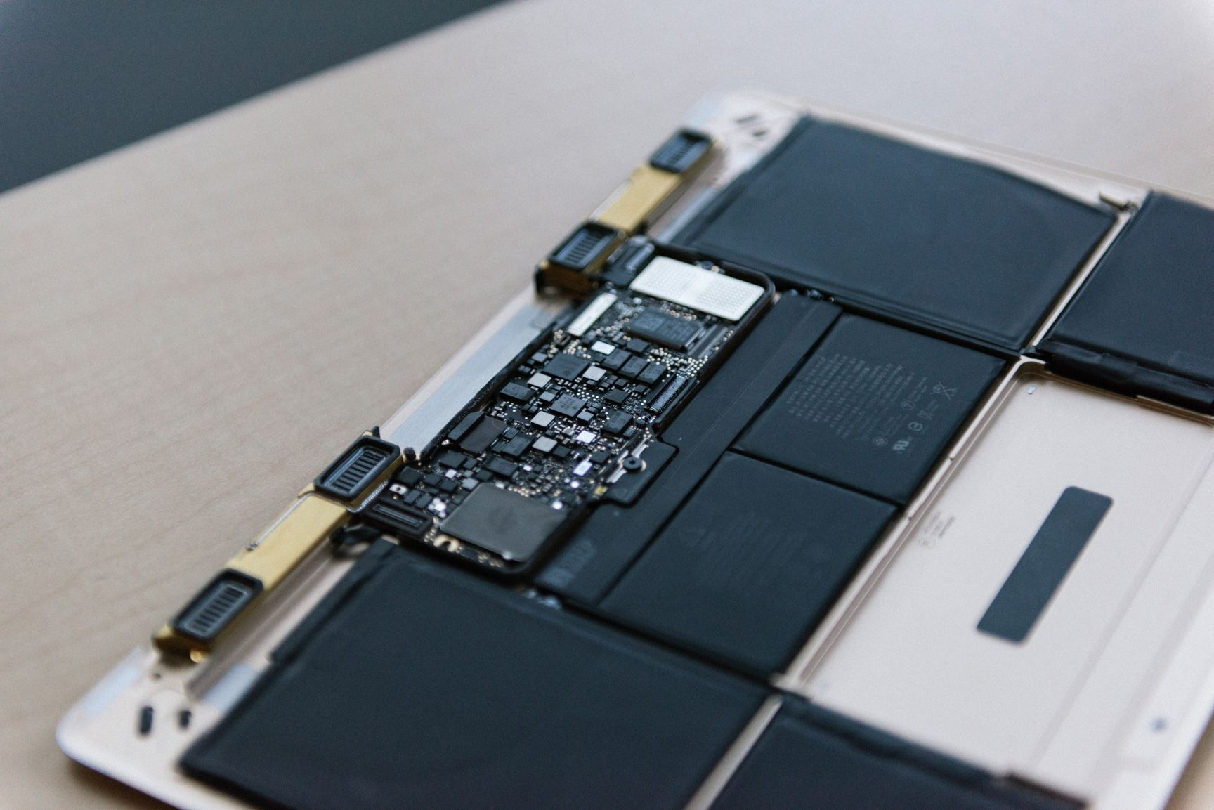 inside-macbook